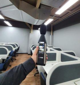Avaliação de ruído em call center